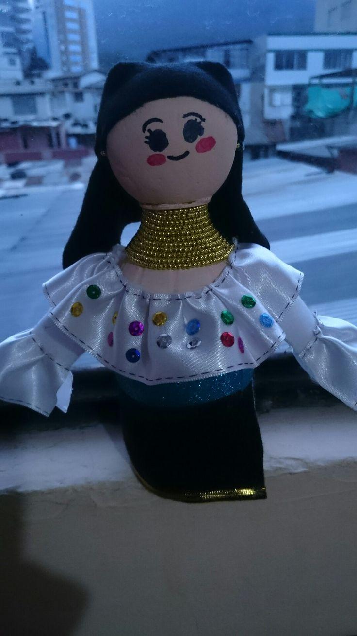 Otavaleña realizada con botella de plastico