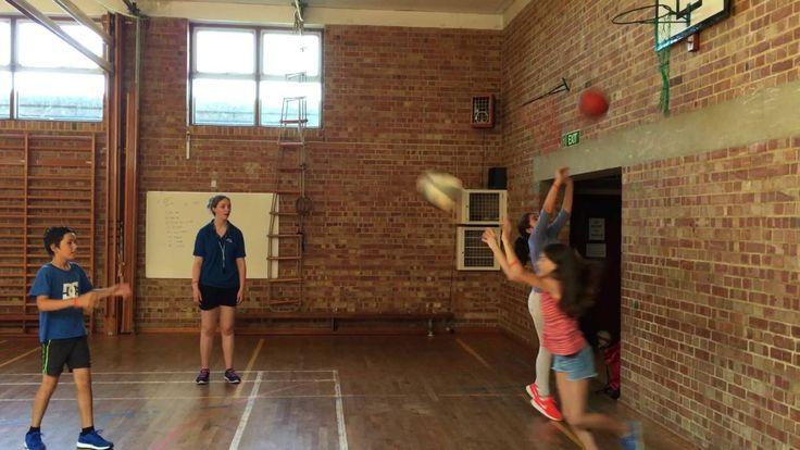 Video St Leonards 2016 - Basketball activity in the Gym   St. Leonards:  Programa en un espectacular internado tradicional ingléss ideal para todas las edades.   El objetivo de este programa es hacer que los almunos mejoren su nivel de inglés, activar la improvisación a la hora de hablar, mejorar su fluidez y su comprensión oral y poner a la práctica lo que ya saben de inglés.  #WeLoveBS #inglés #idiomas  #Londres #London #ReinoUnido #RegneUnit #UK  #Inglaterra #Anglaterra