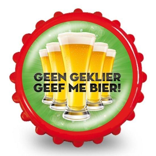Bieropener geen geklier geef me bier  Bierdop Flesopener met de tekst: Geen geklier geef me bier! Erg leuk als kado voor een verjaardag! De flesopener heeft twee magneten aan de binnenkant waardoor je deze makkelijk aan de koelkast kan bevestigen. De flesopener heeft een diameter van 8 cm.  EUR 2.99  Meer informatie  #sinterklaas #zwartepiet