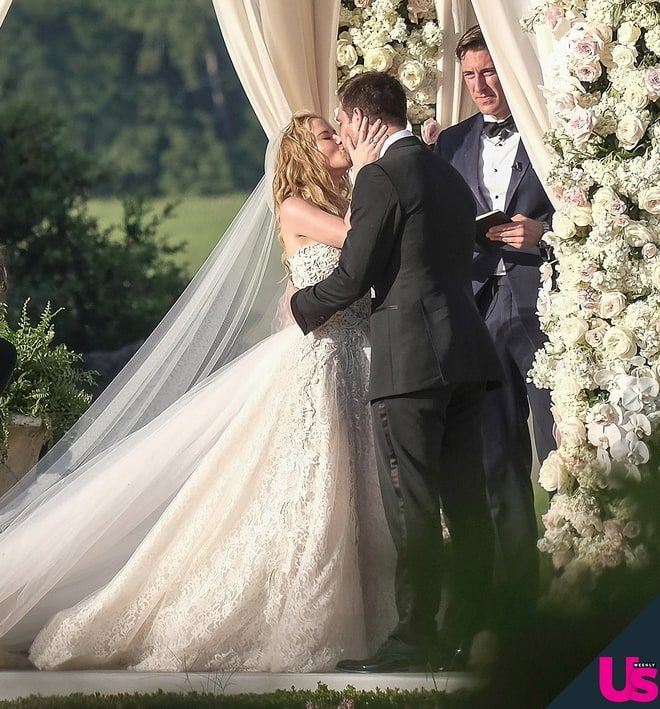 Tara Lipinski Wedding Pics: Her Dress, Vows, Ring and More | Us Weekly