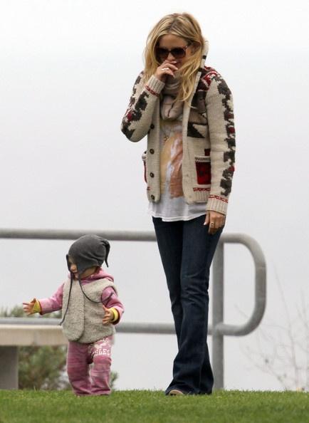 maternity street style- kate hudson