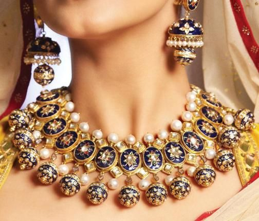 Unique jewelry set for an Indian bride. How beautiful are her jhumkas! #Indianwedding, #ShaadiShop
