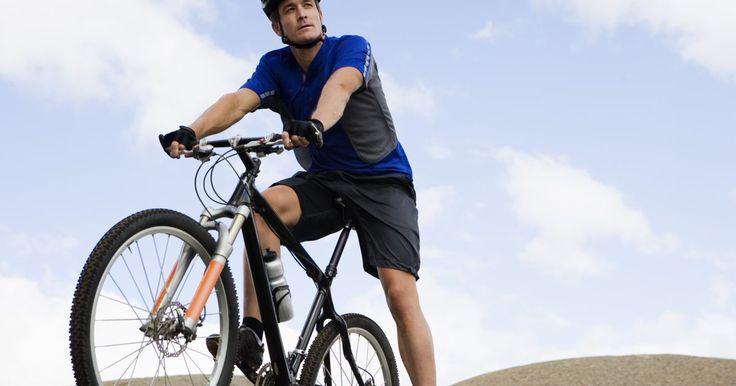 Shimano 105 versus Shimano Ultegra. La compra de una bicicleta de calle puede generar confusión, especialmente una vez que empiezas a observar los grupos de componentes. Las diferencias entre la Shimano 105 y la Shimano Ultegra pueden ser leves, pero la comprensión de las mismas puede hacer que la elección de la bicicleta adecuada sea mucho más fácil.