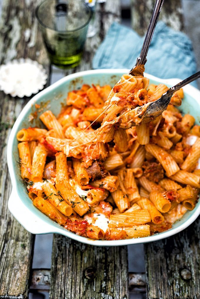 Cheesy sausage and pasta bake – a true family favourite that is easy, quick and delicious.