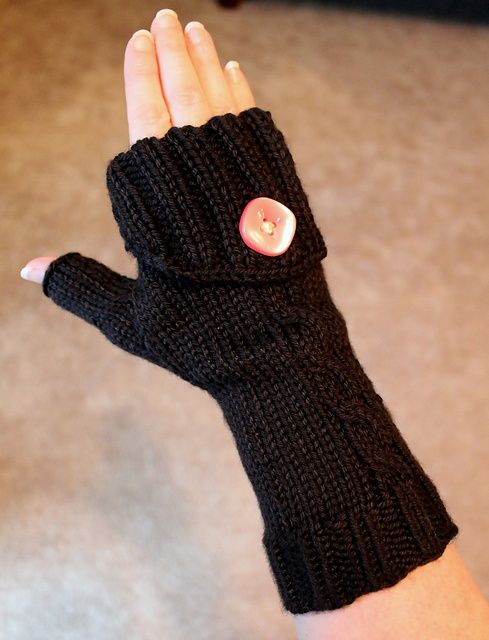 Free Knitting Patterns For Mittens In The Round : 17 Best ideas about Fingerless Gloves Knitted on Pinterest Fingerless glove...