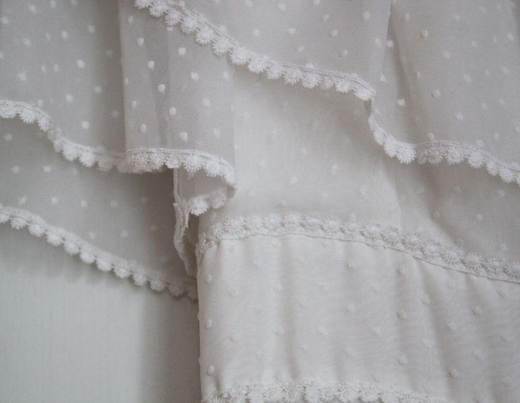 lang brudekjole med små prikker, 1970´erne | Vintagebrides