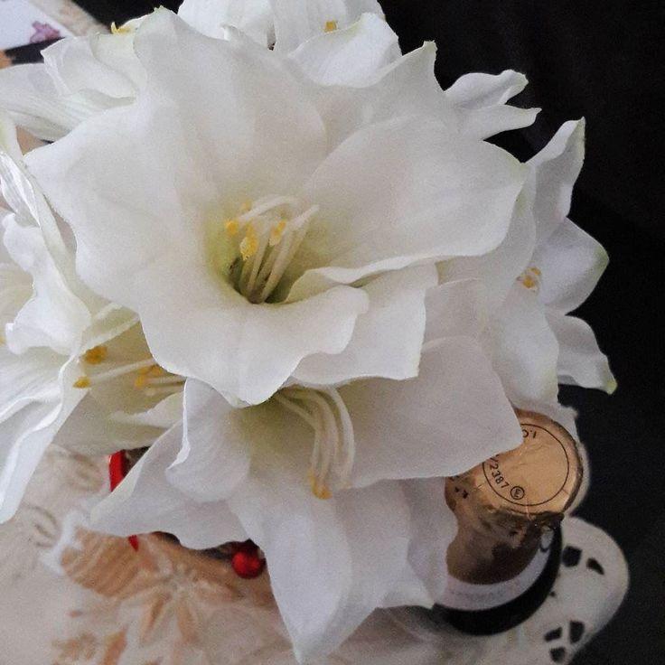 La multi ani! #2018 #aranjament #flori #artificiale #floriartificiale #decoratiuni #naturale #cadou #unicat #lamultiani #revelion #noapteadintreani #infrumusetare #casa #birou #flowerstagram #beatrixart www.beatrixart.ro
