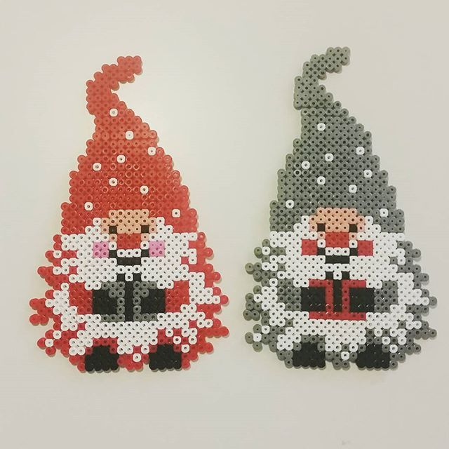 Christmas elves perler beads by nmiae