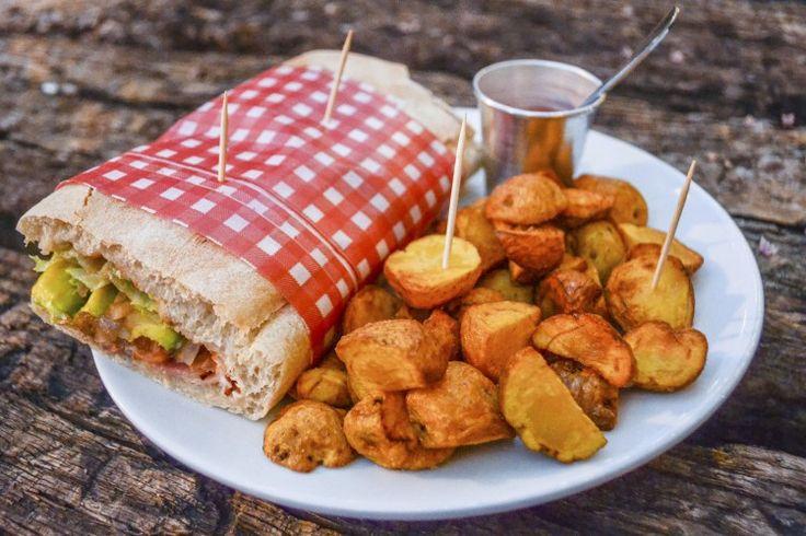 BLT sandwich with papa criollas #BarrioCentralCafeBar #pub #local #SanJoaquin #Laureles #La70 #BarrioCentral #Cafe #Bar