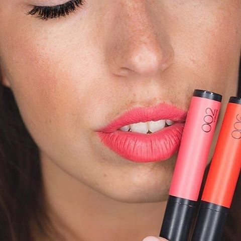 LOVING this beautiful coral lip by @babillages! This pop of colour is courtesy of the @lorealmakeup Infallible Matte FX Lip Colour in shade Like a Virgin, also pictured is Disturbia. Shop the ENTIRE L'Oreal cosmetics range now at 3 for the price of 2 until the 20th of April 2016 by clicking on the image. Which of these colours would you like to wear most, beauties?