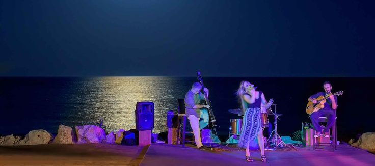 Evening Entertainment in the Almyra Beach Bar