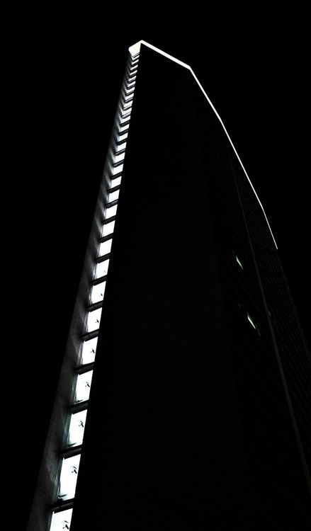 Gio Ponti. Pirelli Tower. Milan 1950-1956    Photographer AndyPara