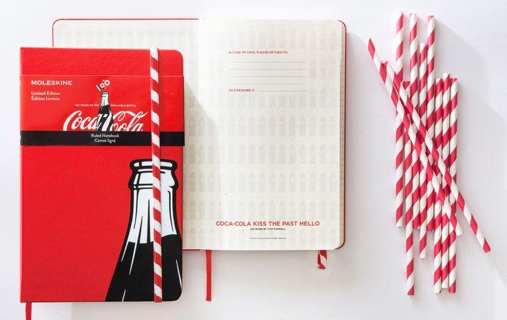 モレスキンの象徴でもあるゴムバンドをストローみ見立てた、全く新しいデザインの限定ノートブック。しかも、モレスキンでは初めての模様入りゴムバンド。赤と白のストライプが、鮮やかなレッドのカバーをより美しく惹き立てます。12月9日(水)より発売開始です!