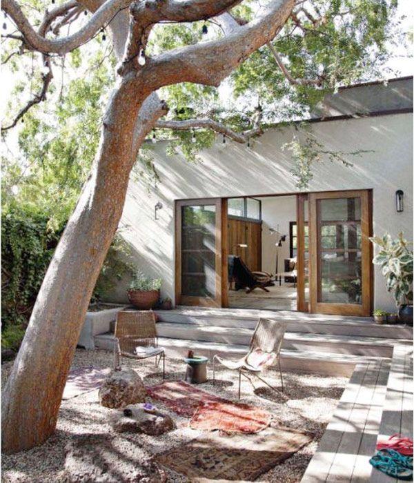 10 trädäck på mark med olika smarta idéer som kanske kan inspirera till ditt kommande uteliv i trädgården.