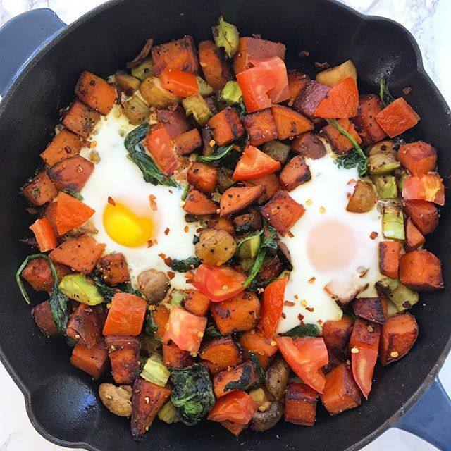 Kicking off Sunday with this one pan breakfast - sweet potatoes, broccoli stems, mushrooms, garlic, spinach, tomatoes, @justspices_us Savory Eggs Blend and Five Pepper Spice, and two pasture raised eggs. Now onto deciding how to spend this beautiful day 🤔 . . . . . #breakfast #brunch #onepanbreakfast #onepanmeal #veggies #vegetarian #eattherainbow #realfood #wholefood #wholefoods #eggs #food #foodporn #forkyeah #foods4thought #foodstagram #f52grams #feedfeed #eeeeeats #eatclean…