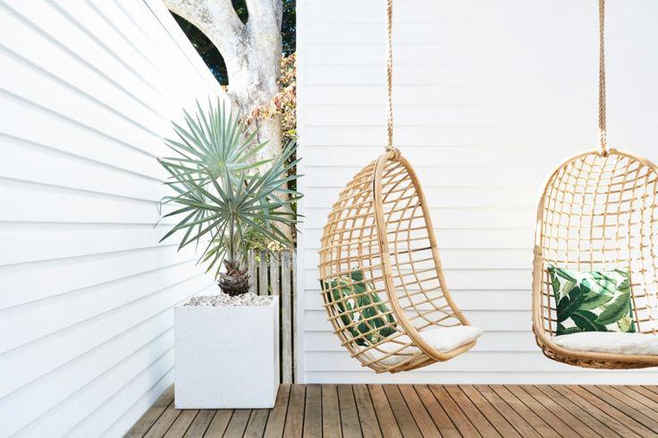 Los balancines, las hamacas, los sillones colgantes y los columpios son estupendos para terrazas y jardines, y ciertamente tienes muchos para elegir.