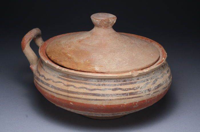 Archaic Greece- terracotta bowl with its cover 110 / 180mm