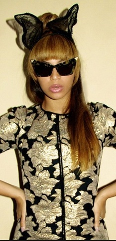 Gold print tee and black sunglasses