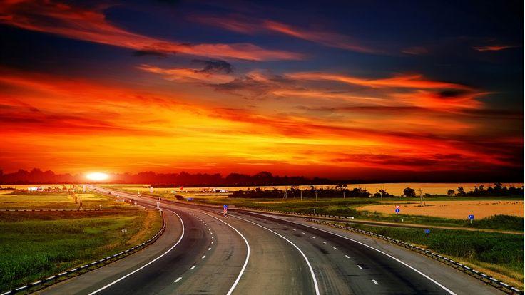 """""""Uno splendido tramonto arrivò ad occidente, così rapido e inatteso da dare la sensazione che il cielo si stesse muovendo velocissimo.""""  BANANA YOSHIMOTO"""