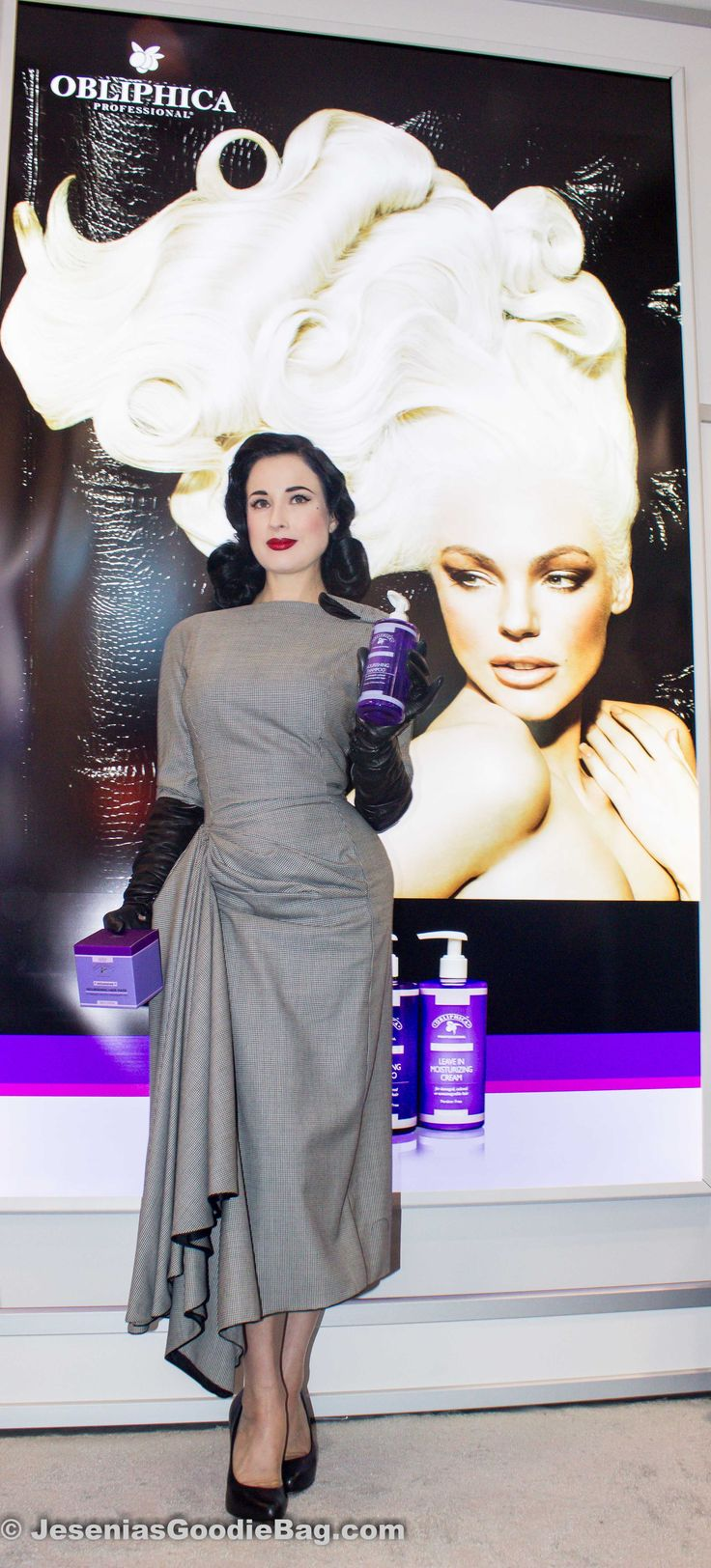 1 Location, 3 Days and 300 Beauty & Hair Care vendors. Jesenia's Goodie Bag begins with Day 1. (International Beauty Show: Day 1) http://jeseniasgoodiebag.com/2013/04/23/international-beauty-show-day-1/    (With: Dita Von Teese for Obliphica Professional) @DitaVonTeese