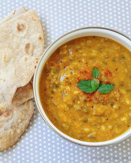Dal Curry (Dal Panchratan) - I have no idea if I could make this but looks heavenly.