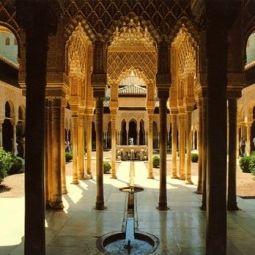 #Granada is zo'n heerlijke temperamentvolle stad waar je het pure #Andalusië proeft en zeker in combinatie met het #wijngebied ten oosten van Granada beleef je Andalusië op z'n best! #wijnreis #wijn #wijnproeven #vakantie #Spanje
