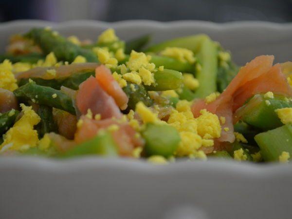 Ricetta Insalata di asparagi e salmone, da Cliv - Petitchef