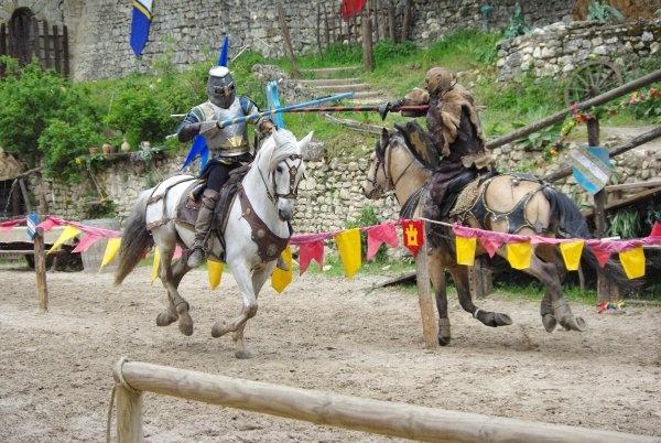 Légende des Chevaliers à Provins © Equestrio