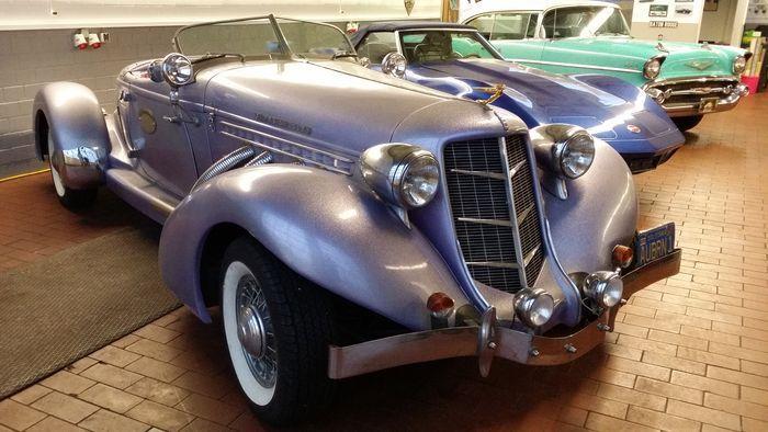 """Auburn Speedster 851 Année: 1969 Moteur: V8 Ford Automatique Kilométrage: env. 16 214 miles Immatriculation Californie AUBRN 1 d'origine Droits et taxes à l'importation vers l'UE payées. CT / nouvelle immatriculation véhicule ancien. Cette Auburn a été vendue aux enchères pour 160.000 $ en 1995 aux États-Unis et importée de Californie vers Majorque. Elle a passé près de 10 ans dans le """"Star Car Museum Cannes & Mallorca"""", puis a fini dans une collection de voitures privée allema..."""