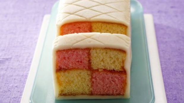 Într-o zi specială pentru copiii din întreaga lume, TVCITY îţi propune o reţetă dulce, prajitură cu marţipan. Sună bine, nu?