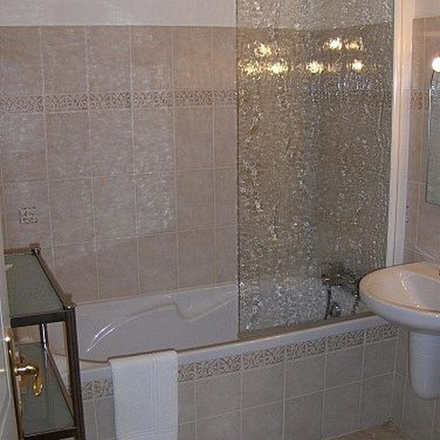 how to clean soap scum from glass shower doors