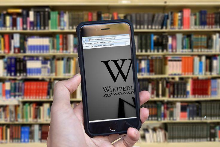 Los profesores tienen a su disposición en Internet bibliotecas on line pensadas para sus necesidades. En ellas, además de consultar información referida a libros (algunos de ellos descargables), tienen acceso a recursos y materiales didácticos de apoyo para utilizar en clase.