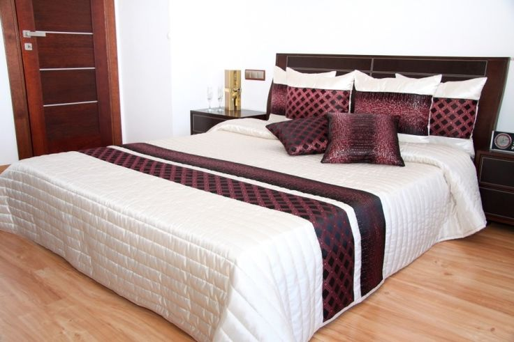 Prehoz cez posteľ béžovo čierno bielej farby so vzorom