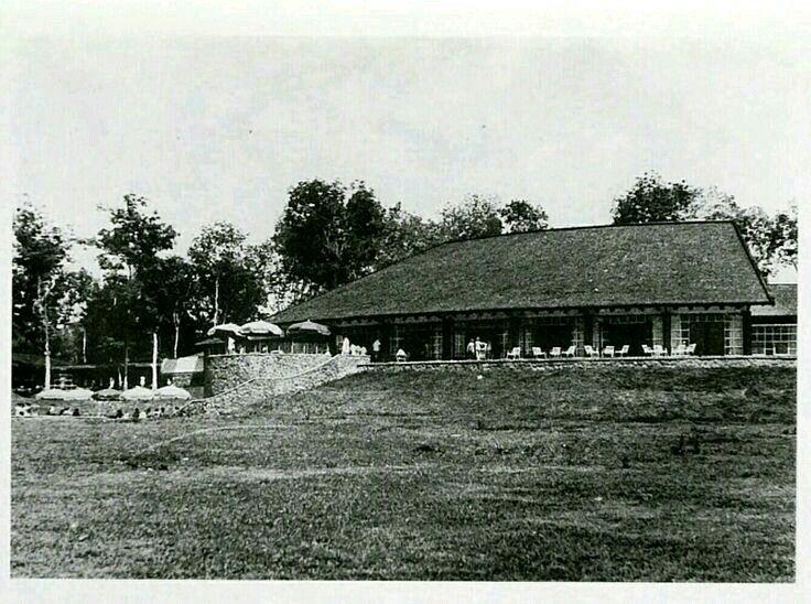 """De villa wijk Tjioemboeleuit """"Kampong Belanda"""" in Noord Bandoeng 1957"""