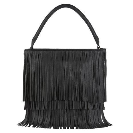 Černá kabelka zdobená třásněmi s delším uchem.