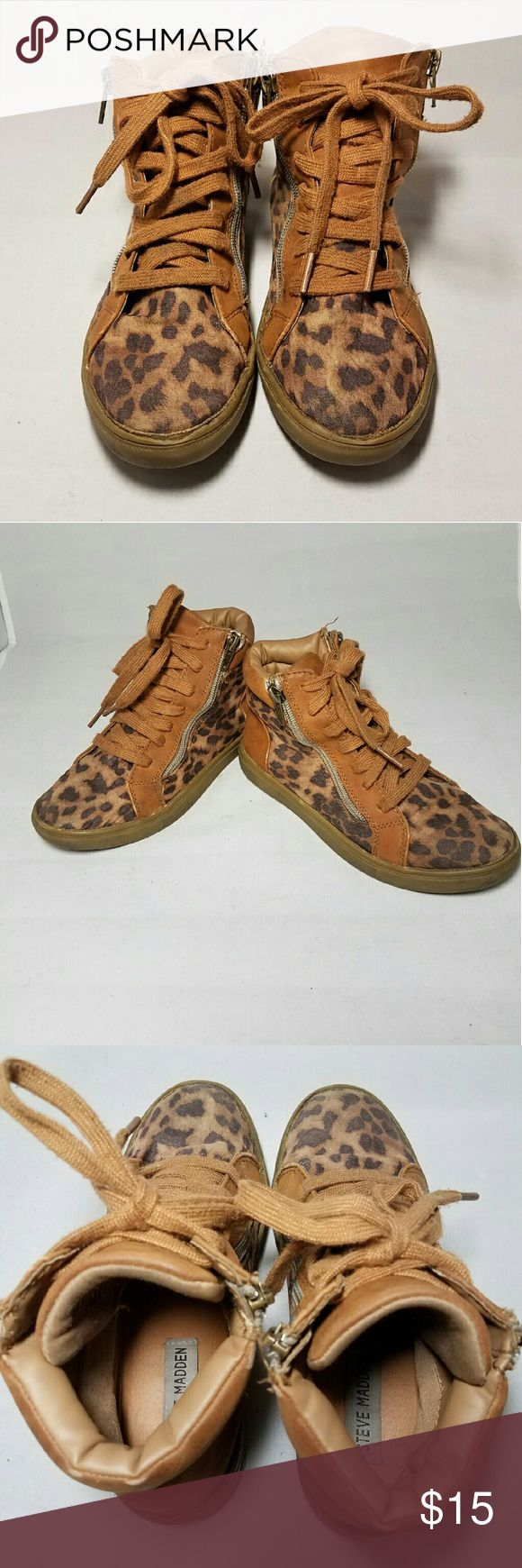 STEVE MADDEN CHEETAH PRINT SIZE 3M HIGH TOP SHOES STEVE MADDEN CHEETAH PRINT SIZE 3M HIGH TOP SHOES  *SIZE: 3M *Lace front *Double zipper: Inner zipper zips. Outer zipper is decorative  *Normal wear and tear throughout (see pics) *Some wear where sides meet fabric (see pics) *Smoke-free home  *Fast shipping  * Feelfree to ask questions AND  * MAKE OFFERS!  Thank you and Happy New Year 2017!  xoxo @RandomFindings Steve Madden Shoes