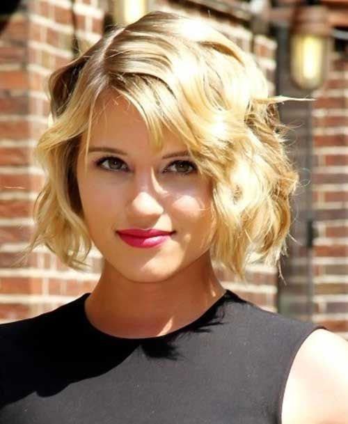 10 Short Wavy Hairstyles for Round Faces | http://www.short-haircut.com/10-short-wavy-hairstyles-for-round-faces.html