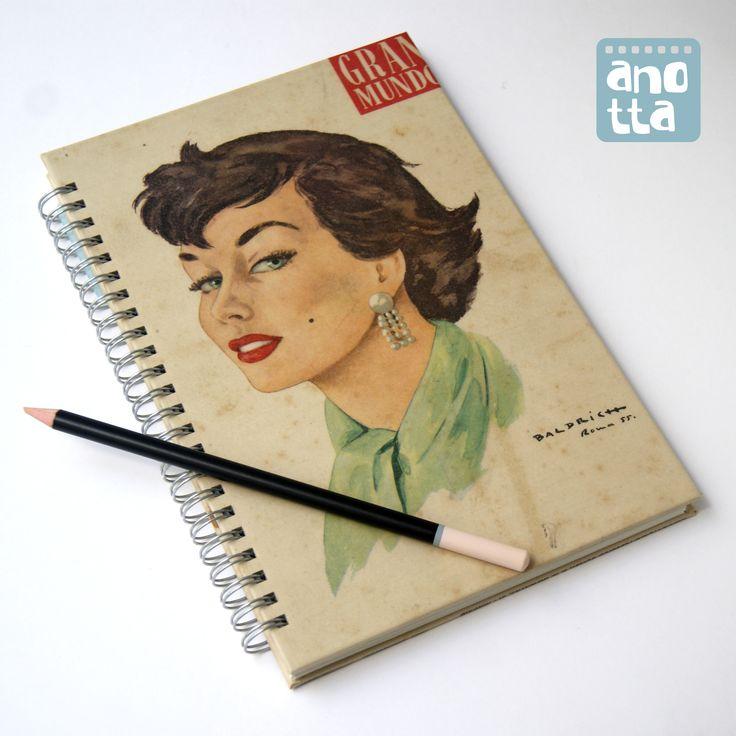 Libreta hecha a mano reciclando una vieja revista de actualidad del año 1955.
