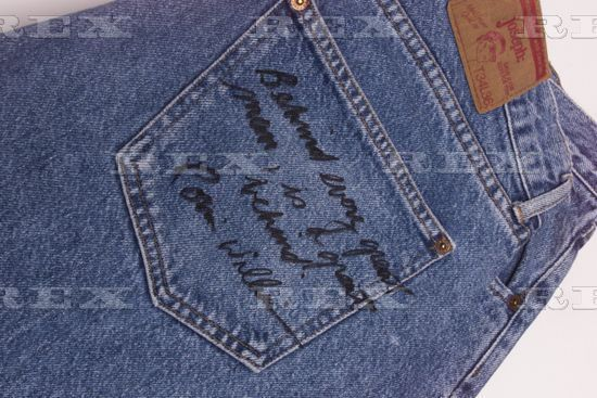 """Robin signed this pair of jeans for a charity. """"Behind every great man is a great behind."""" I wanted to bid on it, but the price was already more than I could afford. 😔😔😔"""