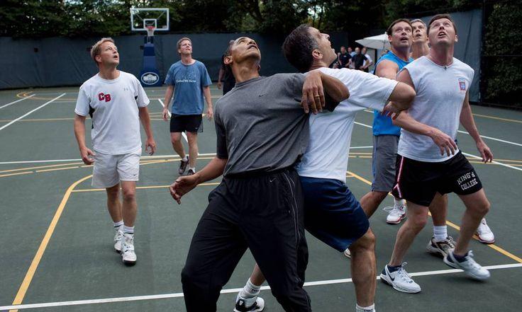Presidente Obama jogando basquete com membros do Congresso e funcionários de sua administração. Pete Souza / The White House