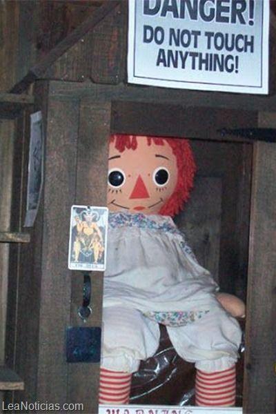 """La diabólica historia de Anabelle, la muñeca de """"El Conjuro"""" - http://www.leanoticias.com/2014/01/13/la-diabolica-historia-de-anabelle-la-muneca-de-el-conjuro/"""
