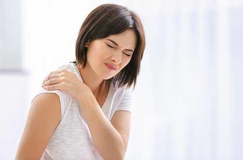 Hombro congelado causa dolor y rigidez