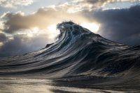 Il minatore daltonico che fotografa meravigliosamente le onde dell'oceano