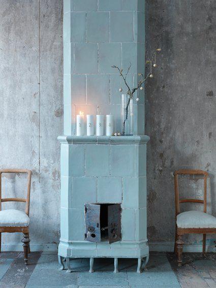 "Foto ""pinnata"" dalla nostra lettrice Antonella Grigoli blue fireplace. Winter Inspiration. Scandinavian style barefootstyling.com"