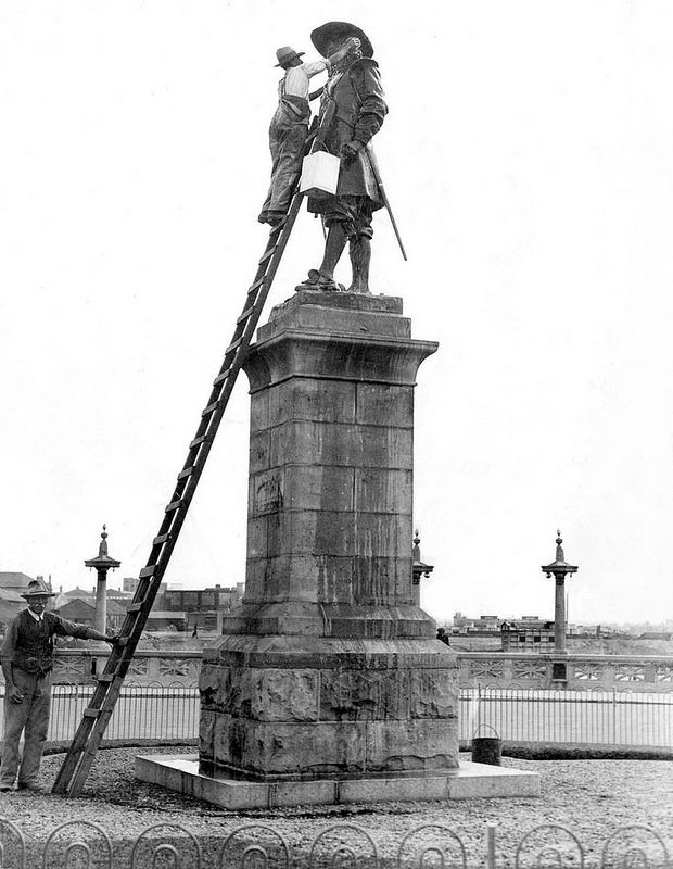 The Statue of Jan van Riebeeck being cleaned, c1930