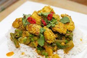 Gele curry met groene groente en kokos-kip - 10x gezonder