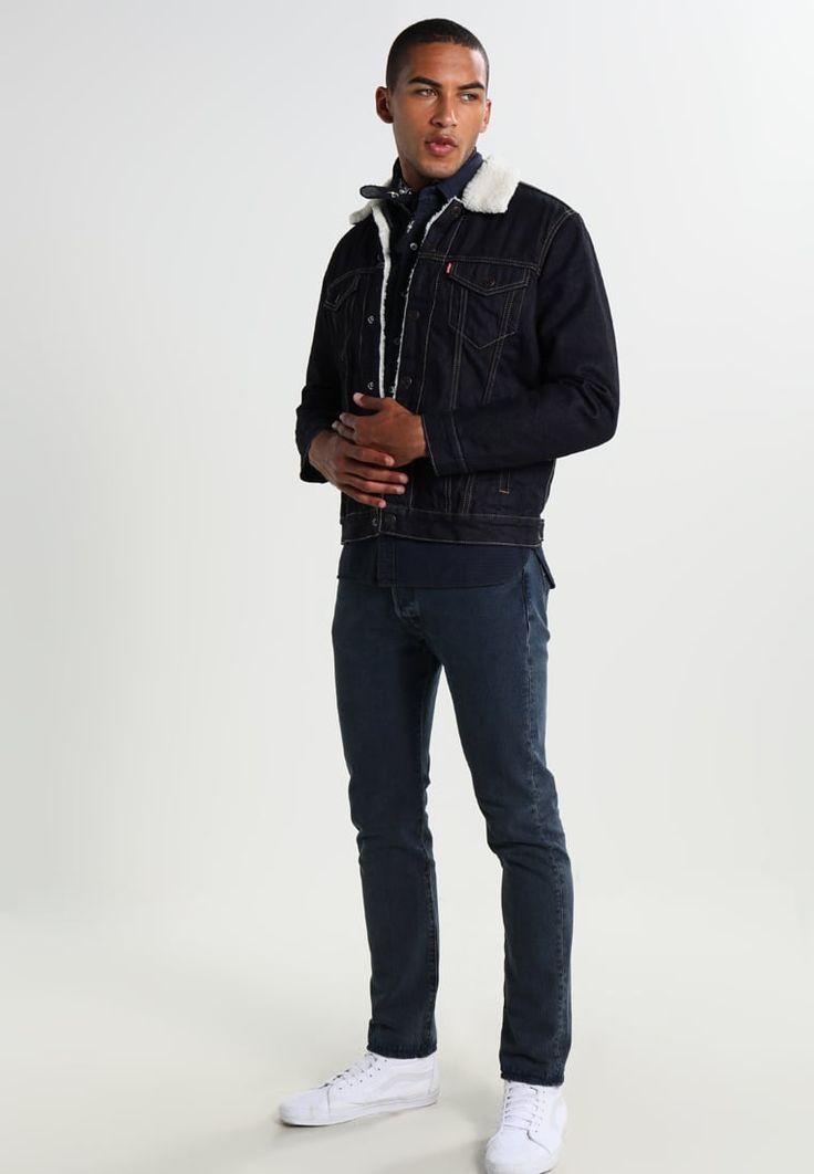 ¡Consigue este tipo de chaqueta vaquera de Levi's® ahora! Haz clic para ver los detalles. Envíos gratis a toda España. Levi's® TYPE 3 SHERPA TRUCKER Chaqueta vaquera raw power: Levi's® TYPE 3 SHERPA TRUCKER Chaqueta vaquera raw power Ropa   | Material exterior: 100% algodón | Ropa ¡Haz tu pedido   y disfruta de gastos de enví-o gratuitos! (chaqueta vaquera, vaquera, denim, jeansjacke, chaqueta denim, veste en jean, giacca in jeans)
