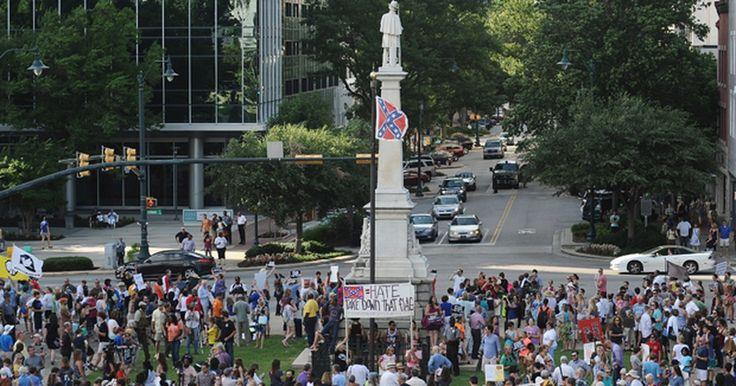 Protesto pede retirada de bandeira confederada da Carolina do Sul