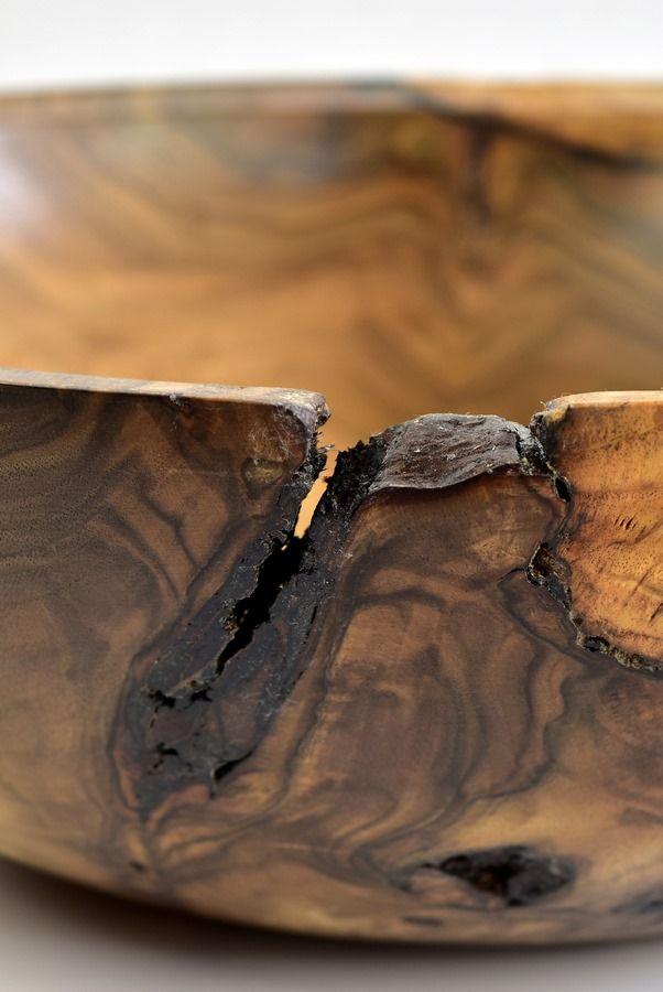 Drobne detale dodają mnóstwo uroku. Miska z orzecha. Walnuss / Walnut #zdrewna #miska #bowl #donitza #toczenie #woodturning #drechseln