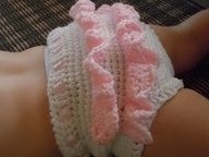 Crochet ruffle bloomers. Free pattern. :).  I'm going to make these to match the dress I'm making my granddaughter.